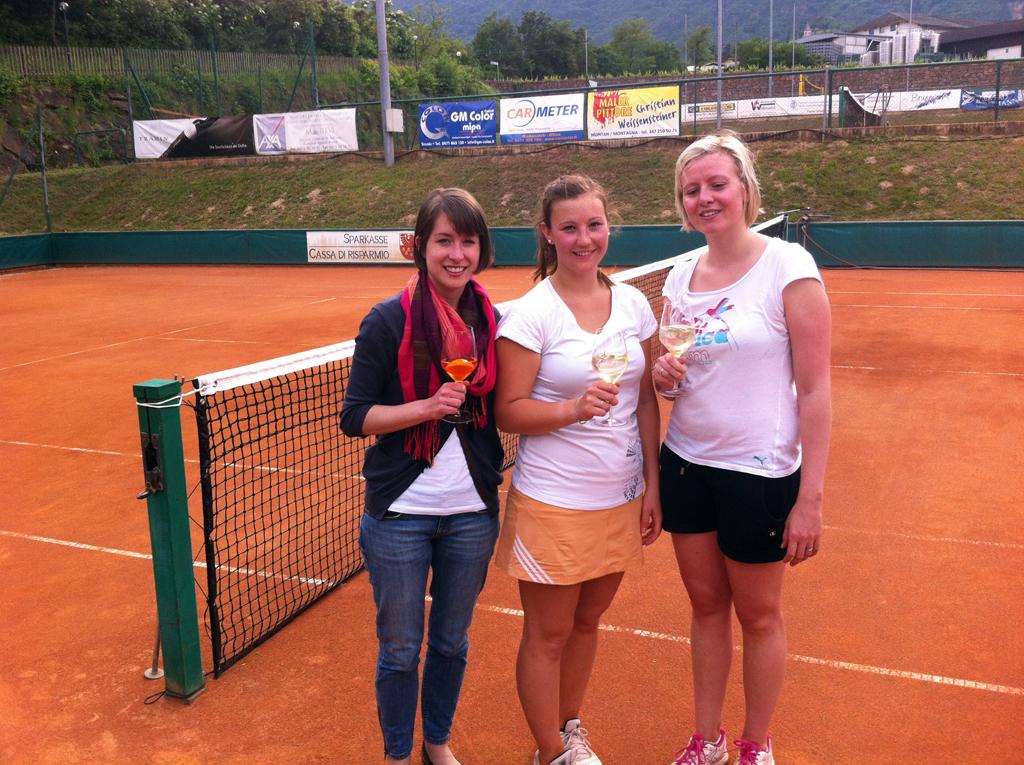 Anni, Caroline und Karin nach ihrem ersten Sieg 2014