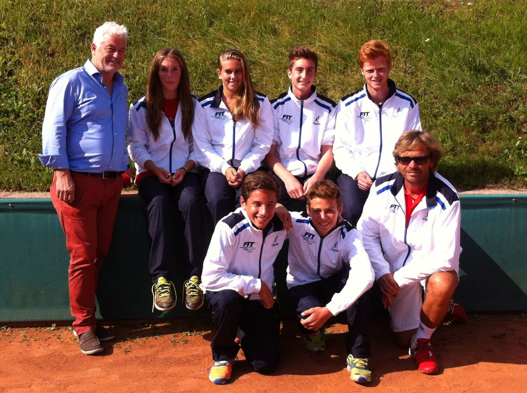 Tennispräsident Richard Weißensteiner und Roland Meliss mit der südtiroler Mannschaft