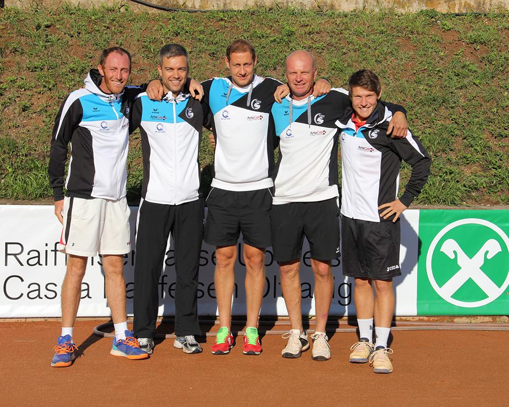 Unsere Aufsteiger: vlnr. Daniel De Nadai, Hannes Holzner, Florian Gschnell, Petr Kaczmarzyk, Markus Sanoll.