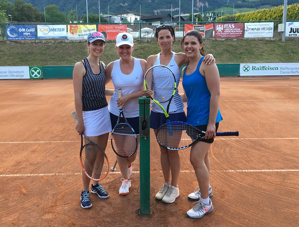 ... noch ein Doppel nach der Meisterschaft: Jasmin und Doris vs. Dani und Sylvia