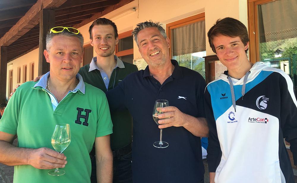 Ein Gläschen nach dem Match in Klausen: Günther, Stefan, Dietmar, Anton