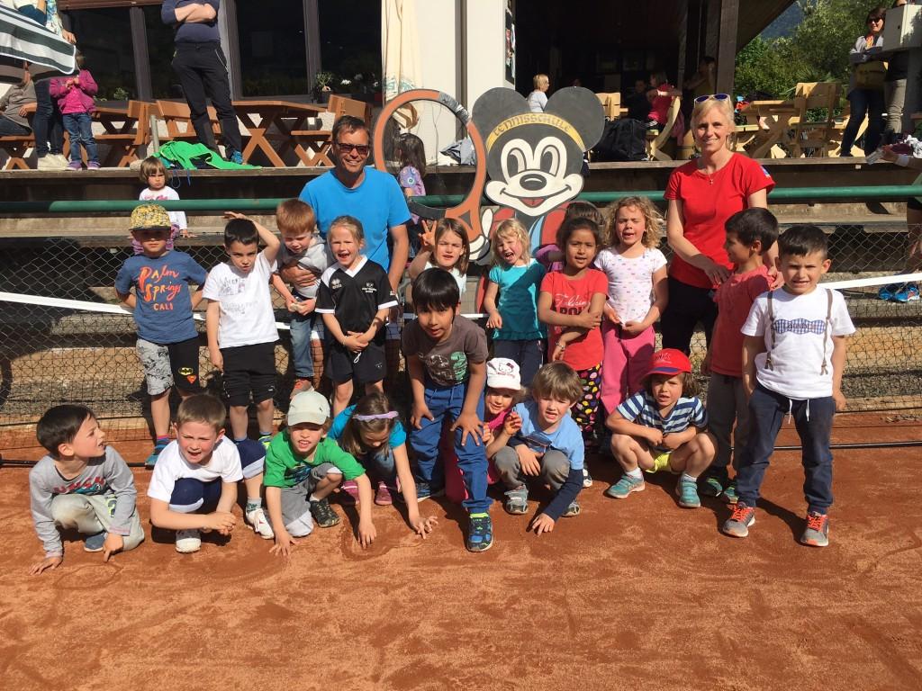 Sportgruppe vom Kindergarten mit Elke und Roland