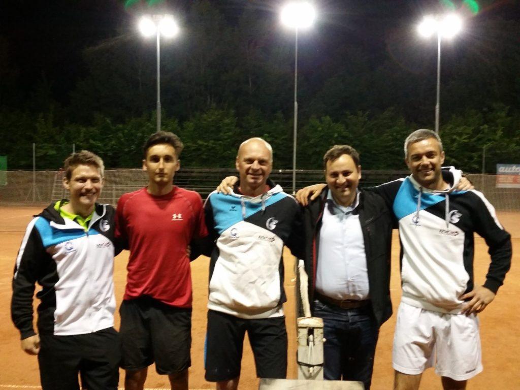 "Markus ""Snelli"" Sanoll, Co-Trainer Daniele Mezzanotte, Tennisbarchef Petr Kaczmarzyk, Jolly Gerd Schaller, Präsi Hannes Holzner"